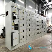 РУСН Распределительное устройство собственных нужд серии РУСН-0,4 предназначены для распределения электроэнергии 0,4 кВ на электростанциях, промышленных предприятиях и объектах нефтегазовой промышленности.  Низковольтные комплектные устройства изготавливаются в виде щитов ячеечного типа с выдвижными автоматическими выключателями и релейными блоками. Конструктивно НКУ серии РУСН-0,4 представляют собой щит, который собирается из отдельных типовых шкафов. Форма секционирования - 4b собственной разработки конструктива щита Номинальный ток сборных шин - 1600А Степень защиты оболочки - IP31 Способ обслуживания: Двухсторонее Защита секций выполнена на микропроцессорных устройствах МР741 Подвод кабелей отходящих линий - снизу через кабельные каналы Автоматика - @abb_ep  ᅠ #системныерешения #русн #электрооборудование #заказ #индивидуальный